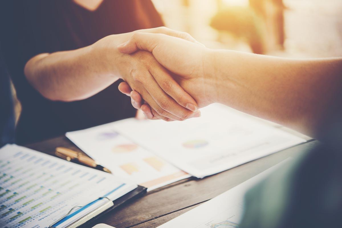 klarakterstark-vertragsabschluss-zusammenarbeit-coaching-web